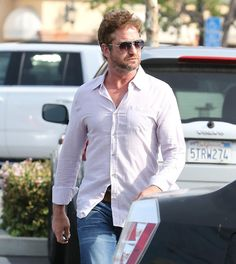 Gerard Butler in Malibu (with a wee serving of PIE) - 02/18/15