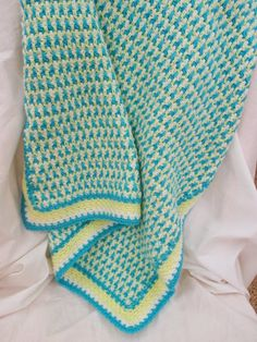 Ashley Afghan, free pattern by Suzi Quillen.  (Interlocking DC, similar to Moogly's Leaping Stripes & Blocks). By carrying yarn up the sides, no ends to weave in! Great for colorwork.  . . . .   ღTrish W ~ http://www.pinterest.com/trishw/  . . . .   #crochet #blanket #throw
