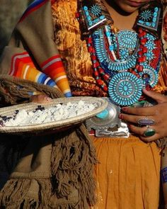 Navajo Turquoise/Silver Jewelry  Marriage basket with corn paho