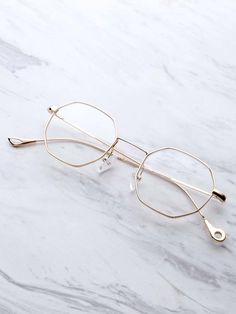 To find out about the Clear Lens Polygon Glasses at SHEIN, part of our latest Sunglasses ready to shop online today! Glasses Frames Trendy, Glasses Trends, Lunette Style, Fashion Eye Glasses, Cute Sunglasses, Eyeglasses, Jewelry, Eyewear, Specs Frames Women