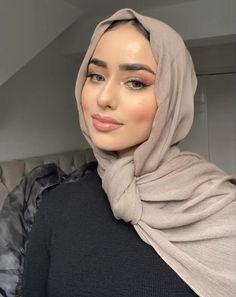 Niqab Fashion, Modern Hijab Fashion, Hijab Fashion Inspiration, Muslim Fashion, Modest Fashion, Hijab Turban Style, Mode Turban, Hijab Style Dress, Pashmina Hijab Tutorial