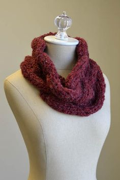 Free Universal Yarn Pattern : Lava Flow Cowl