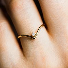 Fancy Jewellery, Gold Rings Jewelry, Gold Jewelry Simple, Jewelry Design Earrings, Gold Earrings Designs, Hand Jewelry, Gold Jewellery Design, Stylish Jewelry, Thin Gold Rings