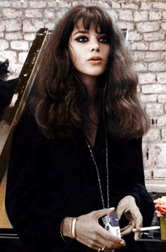 Tina Aumont in l' Pretty People, Beautiful People, Cinema Video, 60s And 70s Fashion, Star Wars, Wavy Hair, American Actress, Style Icons, Makeup Looks