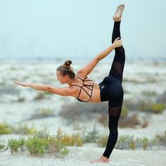 Jessica Olie #yogapowerpose @activeinstyle