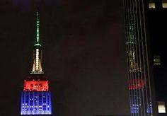 7-Dec-2013 7:47 - EERBETOON AAN MANDELA. Het Empire State Building in New York wordt belicht in de kleuren van de nationale vlag van Zuid-Afrika. Op deze manier eert de hoogste wolkenkrabber van de stad de overleden oud-president Nelson Mandela.