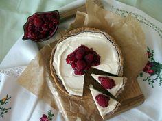 Heute präsentiere ich Euch einen lecker-cremigen New-York-Cheesecake mit Himbeer-Chia-Marmelade. Na, läuft Euch schon das Wasser im Mund zusammen?  Jetzt auf meinem Blog www.kleinekostbarkeit.de/cheesecake  #kleinekostbarkeit #käsekuchen #cheesecake #nycheescake #newyorkcheesecake #himbeeren #chia #chiasamen #dinkelmehl #vollkornmehl #ichliebefoodblogs