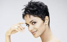 African Hair Styles brings you Halle Berry Beautiful African American Short Pixie Hairstyles Actress Halle Berry used to wear classy long ha. Short Hair Styles For Round Faces, Short Hair Cuts For Women, Short Hairstyles For Women, Celebrity Hairstyles, Hairstyles For Round Faces, Curly Hair Styles, Ladies Hairstyles, American Hairstyles, Cropped Hair Styles For Women