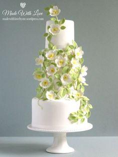 White with Green Trellis Wedding Cake #weddingcakes