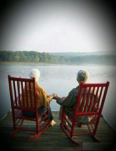 """""""Senta apenas ao meu lado e deixa o meu silêncio conversar com o seu. Às vezes, a gente nem precisa mesmo de palavras"""". Ana Jácomo"""