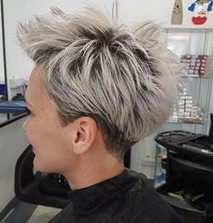 Hair Styles For Women Silver pixie hairstyles Short Grey Hair, Short Hair With Layers, Short Hair Cuts For Women, Short Hair Styles, Winter Hairstyles, Top Hairstyles, Pixie Haircut, Great Hair, Hair Today