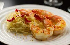 Camarões grelhados com pupunha e molho Thai é uma das opções do novo menu do Quattrine, com pratos menos calóricos (Foto: Divulgação)