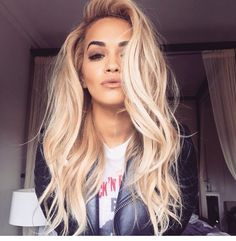 Rita Ora always proving how gorgeous blonde hair p. Rita Ora always proving how gorgeous blonde hair pairs with brown eyes. Gorgeous Blonde, Gorgeous Hair, Perfect Blonde, Amazing Hair, My Hairstyle, Pretty Hairstyles, Everyday Hairstyles, Latest Hairstyles, Long Blonde Hairstyles