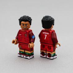 [樂宜樂] 葡萄牙足球員 C羅 Cristiano Ronaldo Lego Guys, Lego Man, Lego Custom Minifigures, Cool Lego, Lego Ideas, Lego Creations, Cristiano Ronaldo, Legos, Toys