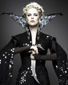 Google Image Result for http://0.tqn.com/d/movies/1/0/a/v/X/snow-white-huntsman-charlize-theron2.jpg