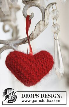 "Knitted DROPS heart in ""Alpaca"" and ""Kid-Silk"" to hang on the Christmas tree. ~ DROPS Design"