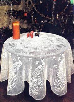 Crochet Baby y: Towel with Peacocks in Filet Crochet! Filet Crochet, Crochet Chart, Thread Crochet, Knit Crochet, Irish Crochet, Crochet Baby, Crochet Table Topper, Crochet Tablecloth, Crochet Doilies