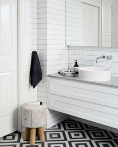 Bathroom Decor black and white How to create a stunning black and white kitchen or bathroom: Monochrome magic. Black and white bathroom. Bathroom with patterned floor tile Small Bathroom Tiles, Bathroom Tile Designs, Bathroom Flooring, Bathroom Faucets, Bathroom Furniture, Bathroom Interior, Bathroom Black, Charcoal Bathroom, Bathrooms Decor