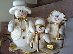 Pin by Mary Griffin on felt snowmen Felt Christmas Decorations, Snowman Decorations, Christmas Centerpieces, Christmas Snowman, Christmas Ornaments, Felt Snowman, Snowman Crafts, Felt Crafts, Snowmen