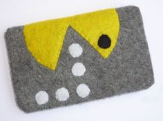 Safe and Cozy Egoor Pacman iPhone and iPod Pouch Felt Phone Cases, Felt Case, Felt Bookmark, Felt Crafts Patterns, Popular Crafts, Diy Couture, Diy Purse, Craft Bags, Baby Art