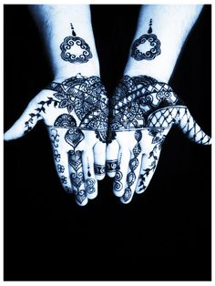 Here is my final entry for the Big Henna Contest. The theme is Hmong. Hmong people are a minority group whose lifestyle usually clashed with the dominant groups. Please vote for my photo so that I may attend the 2014 Henna Intensive and Retreat! Thank you so much for your support!