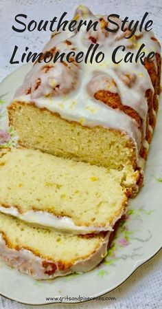 This Southern Style Limoncello Cake is a very easy, and simple to prepare, delicious pound-cake like lemon cake, with a yummy, luscious lemony limoncello glaze. Lemon Desserts, Lemon Recipes, Köstliche Desserts, Baking Recipes, Delicious Desserts, Dessert Recipes, Plated Desserts, Limoncello Cake, Desserts Ostern