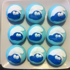 Cupcakes Schtroumpf assortis au gateau en pate à sucre