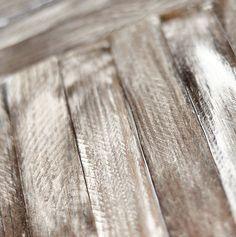 Te damos varias técnicas para envejecer madera de tus palets, de muebles ya pintados y otros.