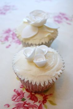 white rose cup cakes - Google Search