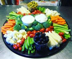 Want to impress your guests with fantastic party platters? Read on and gather some great ideas for party platters that are sure to WOW your guest. Party Platters, Veggie Platters, Veggie Tray, Food Platters, Vegetable Trays, Party Trays, Food Buffet, Vegetable Tray Display, Yummy Veggie