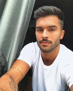 Marcello alvarez is one very sexy brazilian man. more hot men Hairstyles For Gowns, Haircuts For Wavy Hair, Curly Hair Men, Haircuts For Men, Hair Men Style, Men Hair Color, Hair And Beard Styles, Beautiful Men Faces, Gorgeous Men