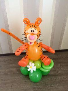 Balloon Balloon Table Centerpieces, Balloon Arrangements, Balloon Decorations, Jungle Balloons, Disney Balloons, Ballon Animals, Twisting Balloons, Balloon Cartoon, Balloon Modelling