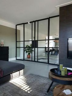 Taatsdeur, stalen deur, scharnierdeur, douchewand, glaswand Steel Frame Doors, Steel Doors And Windows, Window Design, Door Design, House Design, Glass Partition Wall, Happy New Home, Interior And Exterior, Interior Design