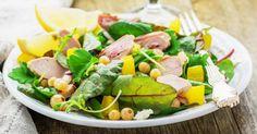 Recette de Salade brûle-graisses au poulet, ananas, pousses d'épinard et feta. Facile et rapide à réaliser, goûteuse et diététique.