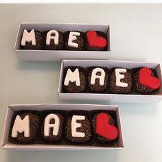 Chocolate Molds, Chocolate Lovers, Sweetarts, Mom Day, Friends Tv Show, Flip Clock, Tupperware, Macarons, Bakery