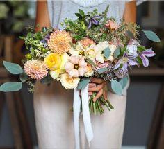 Un buchet de mireasa natural, romantic, relaxat. #bouquet #bridebouquet #sauvage #buchetdemireasa #flowerdesign #weddingideas #weddingdetails #weddingdecor Bride Bouquets, Floral Wreath, Romantic, Wreaths, Home Decor, Bridal Bouquets, Floral Crown, Decoration Home, Door Wreaths