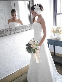 MAISON DE MATERIA(メゾンマテリア) MATERIA LB147 フラワーモチーフの刺繍レースにジュエリーのようなスパンコールのきらめきが印象的なスレンダーAラインのドレス。