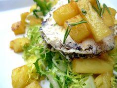 Ensalada de escarola, piña y queso de cabra. Endive salad, pineapple and goat cheese