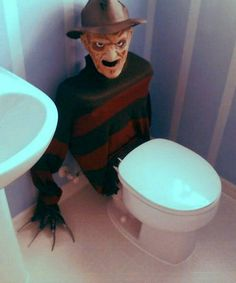 This Freddy Krueger toilet tank cover is a great DIY when hosting a teen Halloween party. It will scare the . Spooky Halloween, Halloween 2015, Halloween Kostüm, Holidays Halloween, Halloween Treats, Diy Halloween Decorations Scary, Halloween Party Ideas For Adults, Halloween Forum, Halloween Clothes