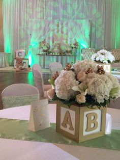 Baby Shower Centerpieces – Standout With Creative Baby Shower Decorations Fotos Baby Shower, Idee Baby Shower, Fiesta Baby Shower, Shower Bebe, Baby Shower Brunch, Shower Party, Baby Shower Parties, Baby Shower Themes, Baby Boy Shower
