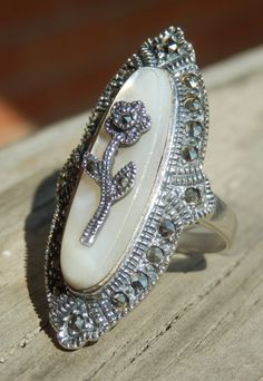 EXQUISITE VINTAGE Cocktail Ring with NATURAL Mother of Pearl & Marcasite Flower, size 7.25 - 925 Sterling SIlver