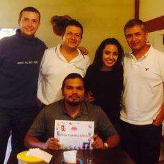 Celebrando el cumpleaños de Carlitos Vera