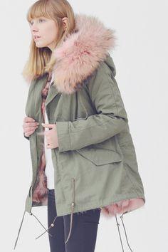 The stole on thus jacket