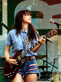 Danielle Haim -Why  did girls stop  wearing  like this?