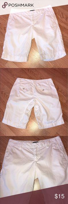 "Gap Women's Shorts Great condition. No flaws. Inseam 10.5"" Size 4 GAP Shorts Bermudas"
