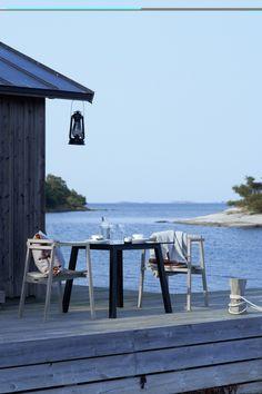 Summer cottage in the archipelago Beach Cottage Style, Coastal Style, Beach House, Coastal Decor, Cottages By The Sea, Beach Cottages, Boho Deco, Haus Am See, House By The Sea