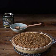 Si te portas bien, te espera un trocito de esta #treacletart (o tarta de melaza). Y si no... ¡Pues también! Que no se diga 😉~~ Whether you've been good or not, a piece of treacle tart is exactly what you deserve. Just because 😉