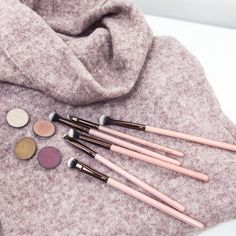 The 6-piece Rose Gold Basic Eye Set was made to give you all the tools necessary for your eye makeup needs. Whether you're a beginner or a pro, these are foolproof and fundamental in creating any eye look to your desire.  Luxie Beauty's signature Rose Gold brush line features premium soft, synthetic bristles encased in a rose gold ferrule atop a chic pink handle.