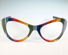 If It's Hip, It's Here (Archives): Beautifully Crafted Wood Eyeglass Frames from a Carpenter and a Designer in Italy. Funky Glasses, Cool Glasses, New Glasses, Cat Eye Glasses, Glasses Frames, Fashion Eye Glasses, Eyewear, Bling Bling, Carpenter