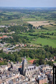 Avesnes-sur-Helpe a donné son nom à la région de l'Avesnois, caractérisée par un paysage vallonné, des bocages, des vergers, des petits villages. L'Avesnois est traversé par l'Helpe Majeure, comme Avesnes-sur-Helpe.Avesnes-sur-Helpe gave its name to the region of Avesnes, characterized by rolling hills, groves, orchards, small villages. Avesnois is crossed by the river Helpe Majeure as Avesnes-sur-Helpe.